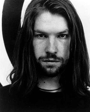 http://funkyjeff77.files.wordpress.com/2009/10/aphextwin.jpg