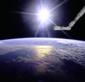 gpw-20061021-NASA-GPN-2000-001097-Earth-sunburst-clouds-ocean-robot-arm-STS-77-Space-Shuttle-Endeavour-May-1996-medium